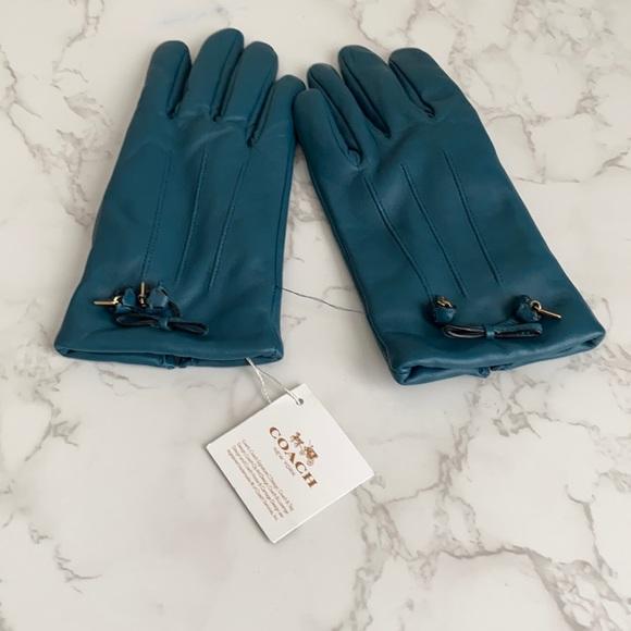 Coach Women Gloves